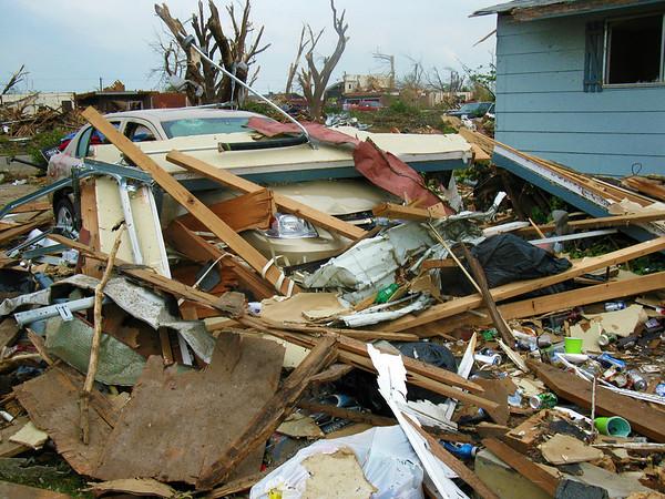 Joplin, MO tornado damage